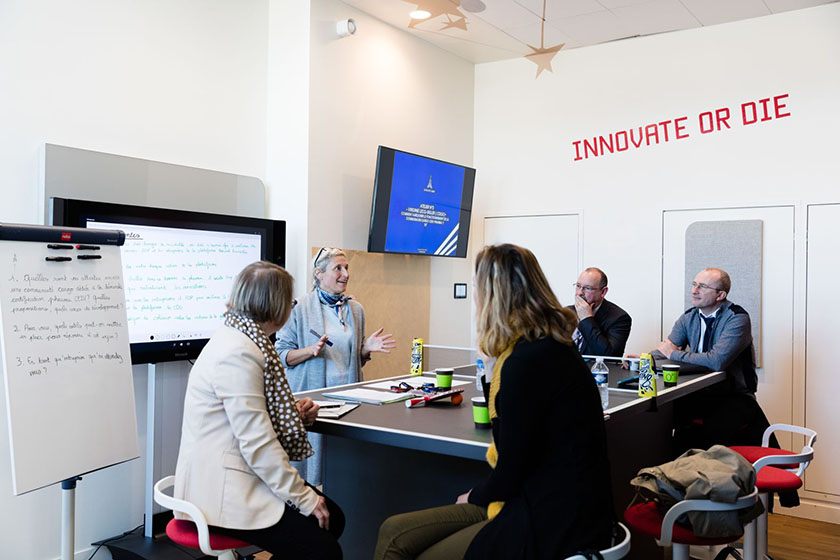 Meeting-Space-Innovation-Hub
