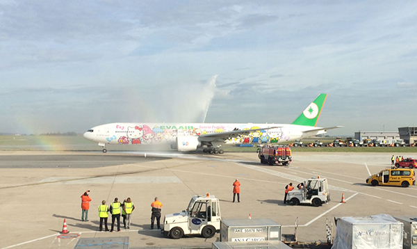 actu_vols_20141030_Eva_Air_WatersaluteFB843x504