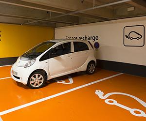 Bornes de recharche électrique, parkings Aéroports de Paris