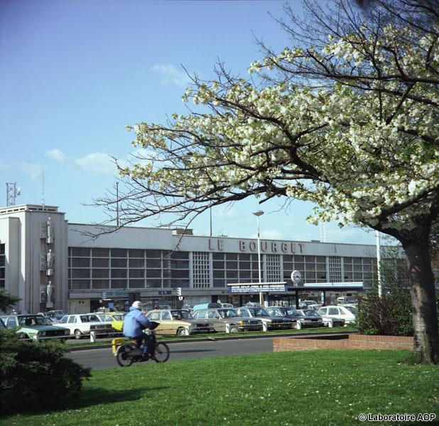 1977 facade de l'aérogare